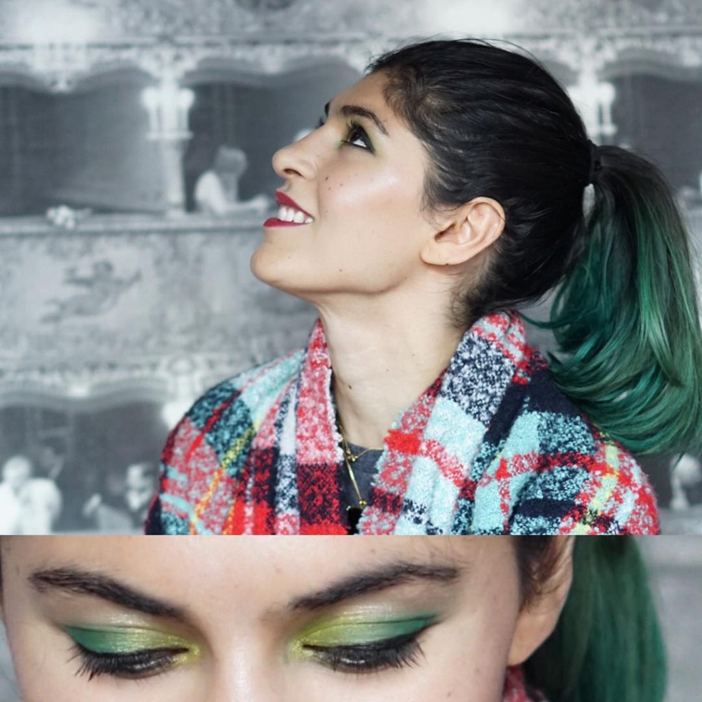 Green eyes and a perfect highlight Holiday makeup looks fromhellip