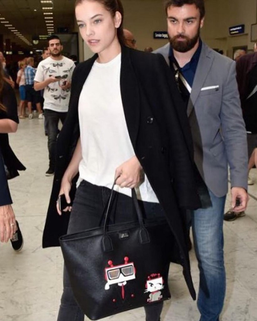 Spotted! realbarbarapalvin carrying a KarlRobot tote Available on Karlcom dahhhlings!