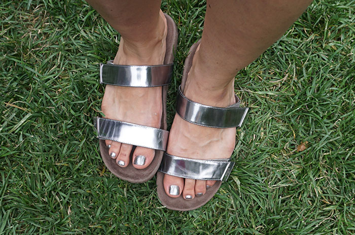 vionic-silver-metallic-sandals