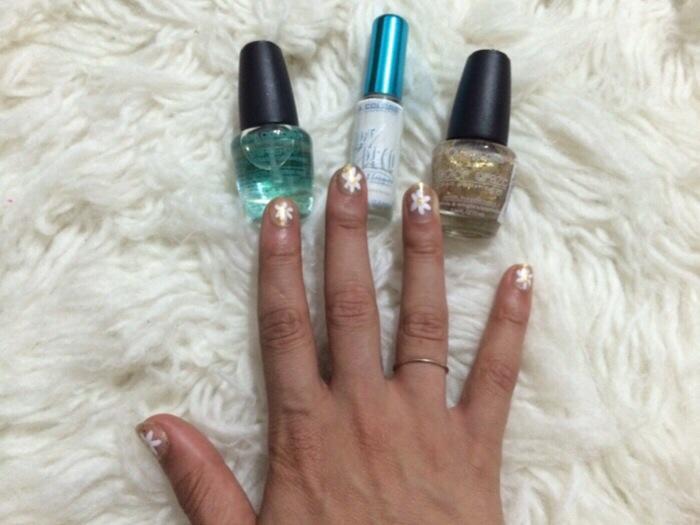 how to white glitter mani