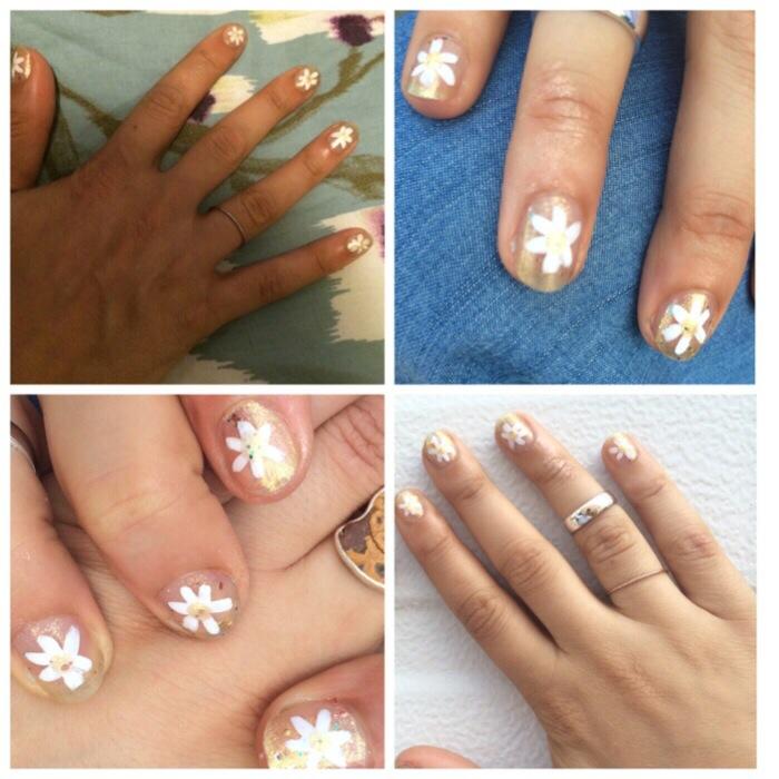 white flower mani