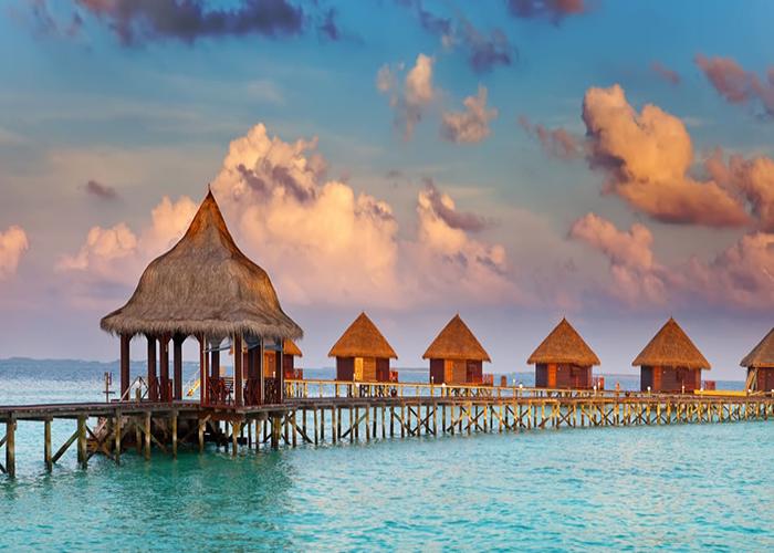 shutterstock_104884739_maldives_bungalows_950_490auto_s_c1