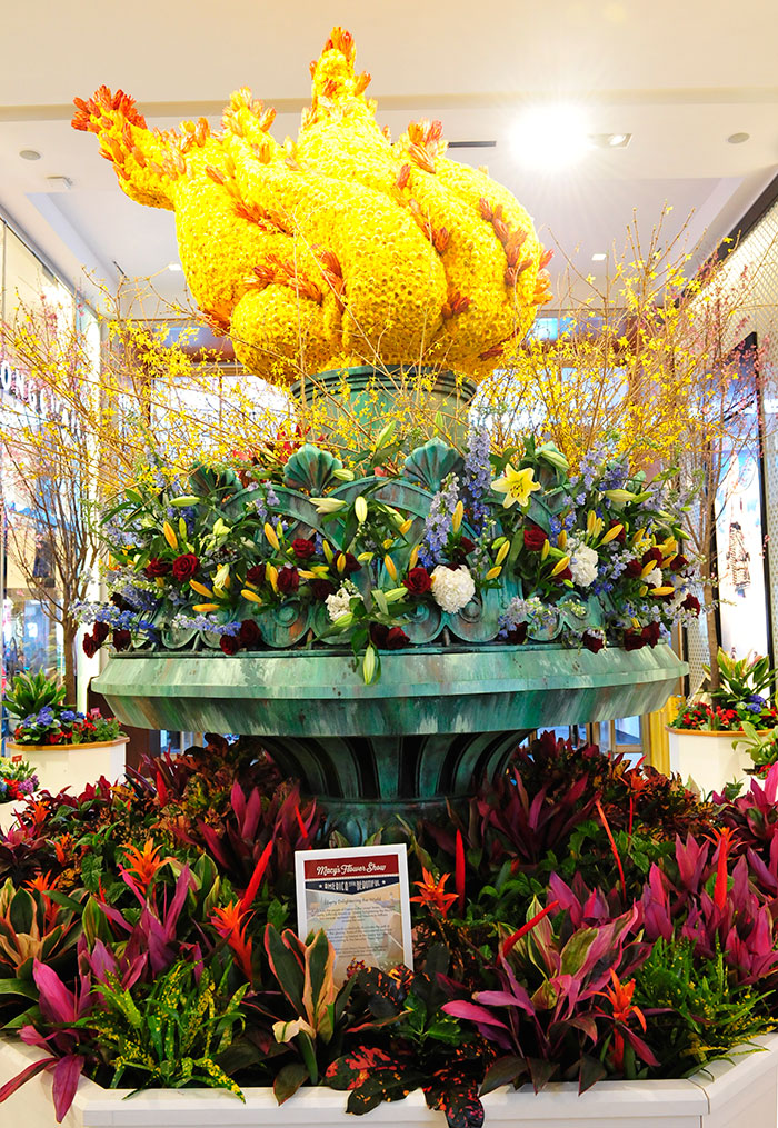 macys-statue-of-liberty-flower-show