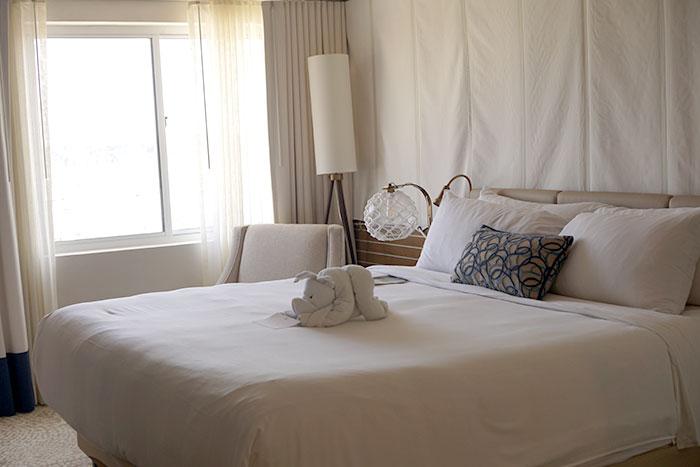 newport-marriott-bedroom