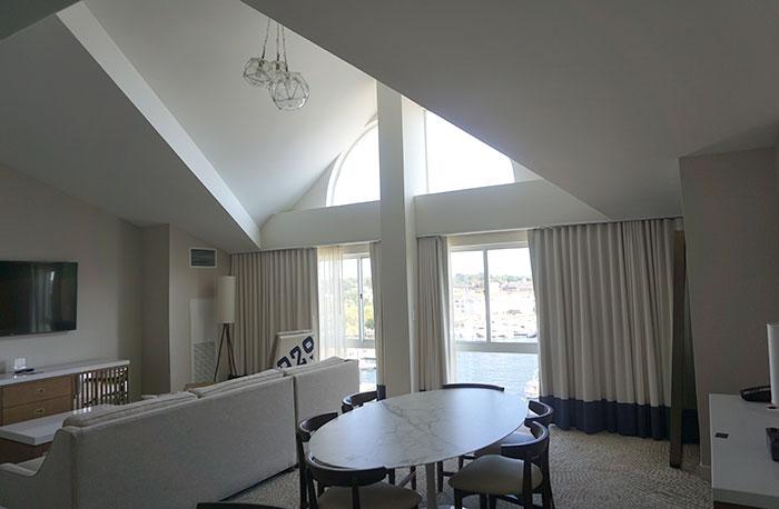 newport-marriott-hotel-room