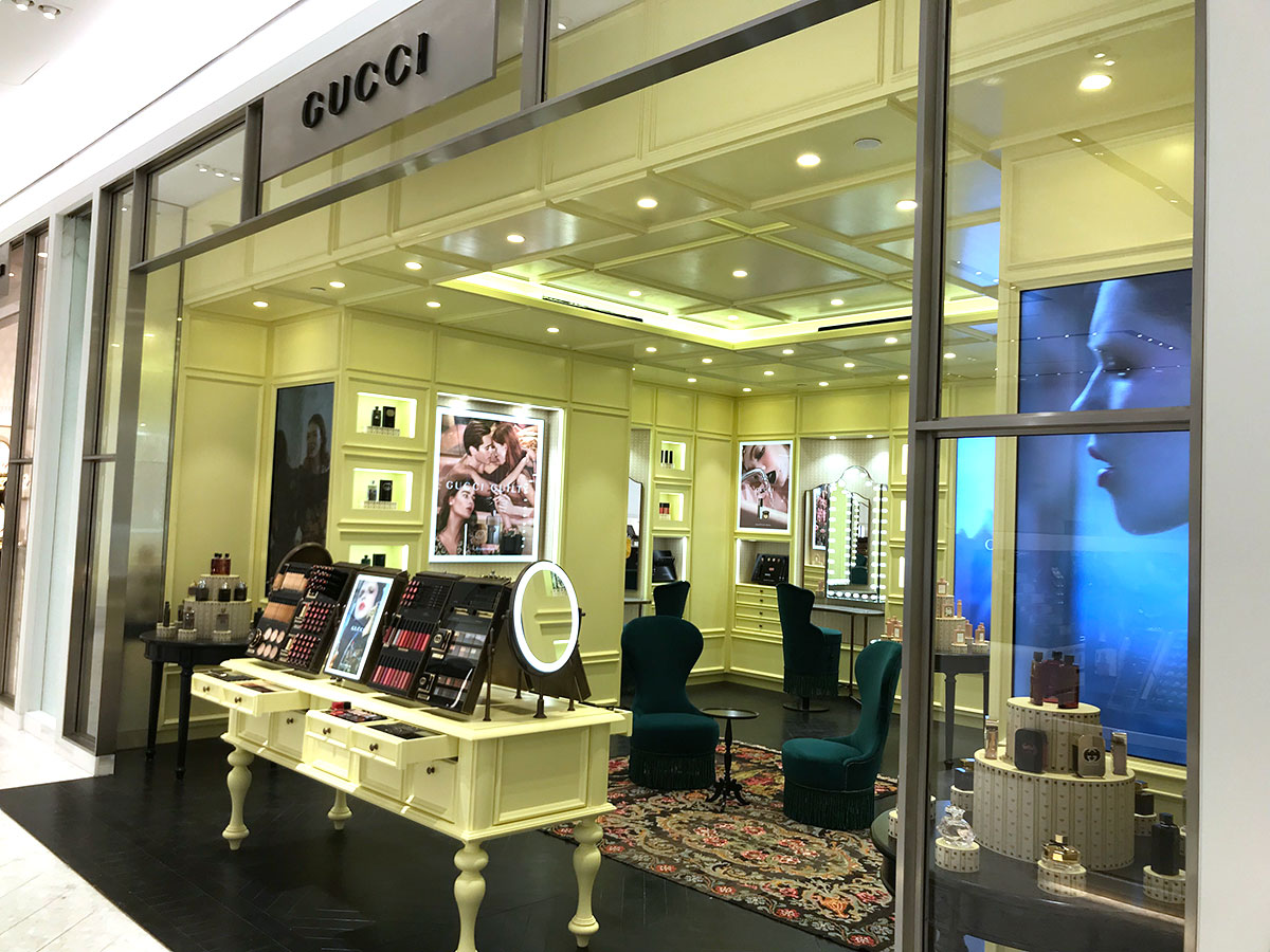 gucci concept store at saks fifth avenue